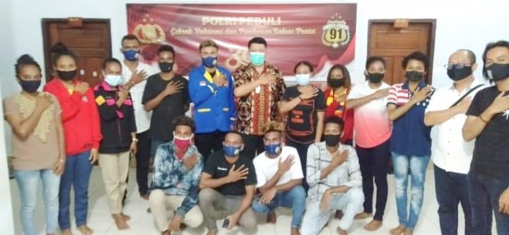 Polda Sulawesi Tenggara Beri Sembako Kepada Mahasiswa Papua
